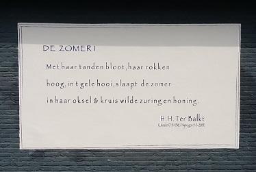 Eerste 'gedicht op de muur' in Hengelose binnenstad gepresenteerd